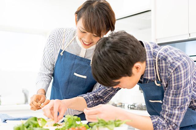 料理をしながら楽しく婚活!ペア作業で男女の距離がグッと縮まる